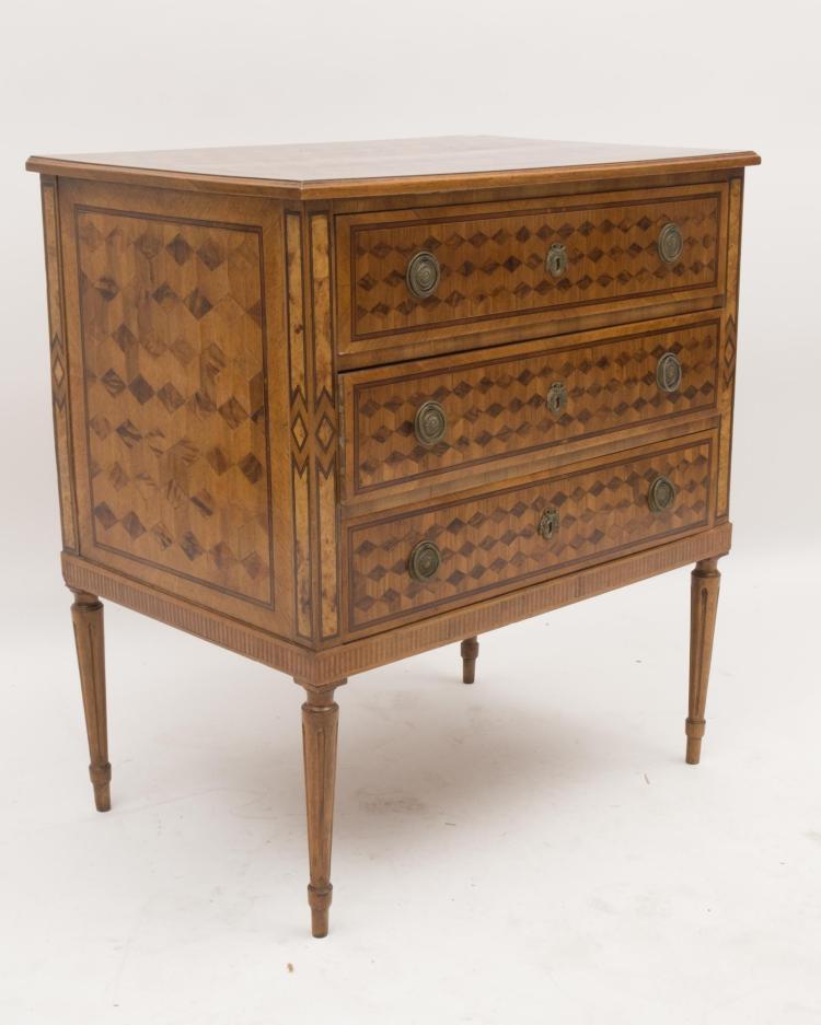 Petite commode trois tiroirs et pieds cannel s marqueteri for Petit meuble trois tiroirs