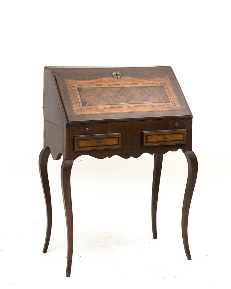 petit bureau de pente de dame Louis XV à 4 pieds cambrés, 2 tiroirs  ~ Petit Bureau Bois
