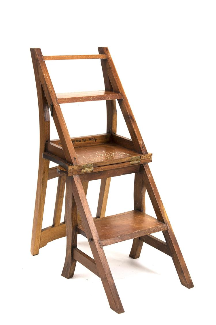 Chaise syst me faisant office d 39 escabeau de biblioth que for Chaise a barreaux