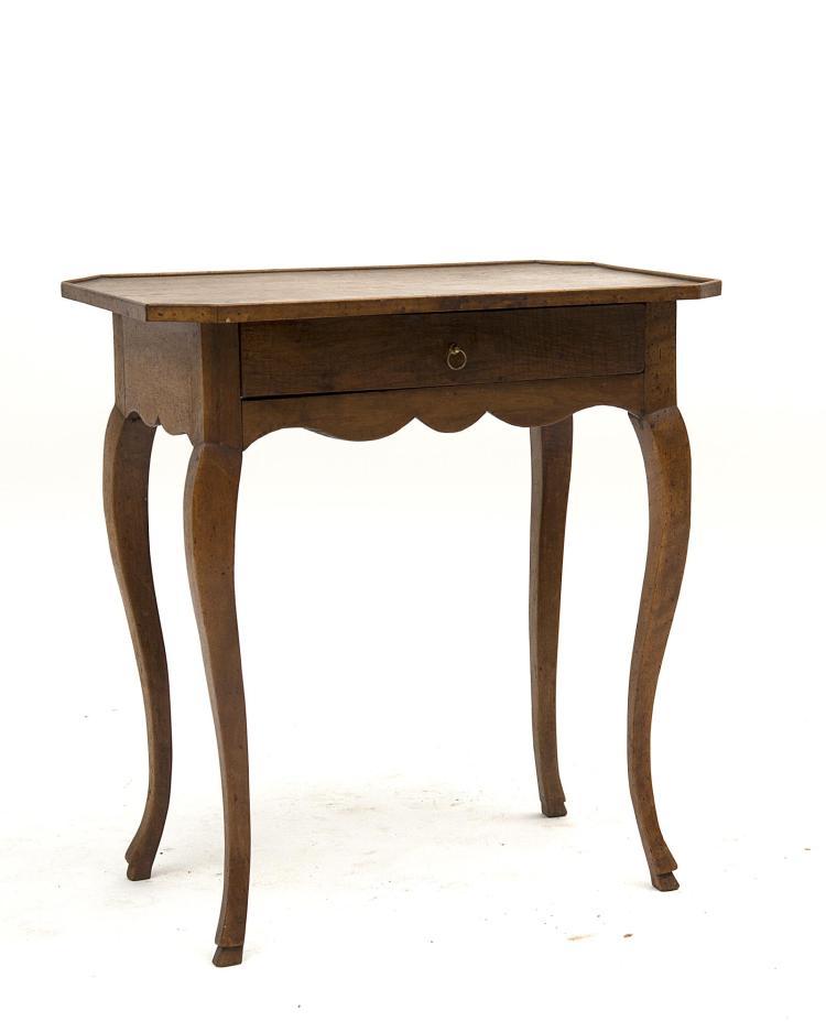 Petite table d 39 appui plateau cuvette de style louis xv e - Table de chevet louis xv ...