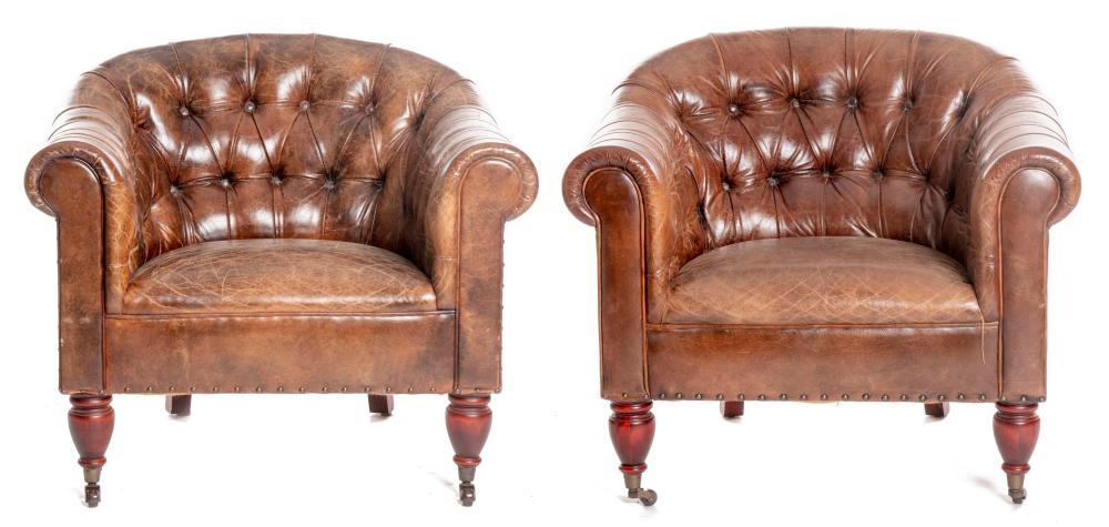 ralph lauren paire de fauteuils de style chesterfield en cu. Black Bedroom Furniture Sets. Home Design Ideas