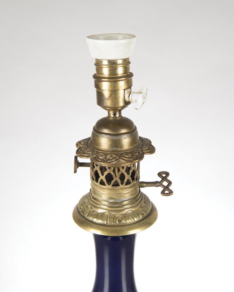 Paire de lampes de table en porcelaine bleu de cobalt mont - Porcelaine de table ...