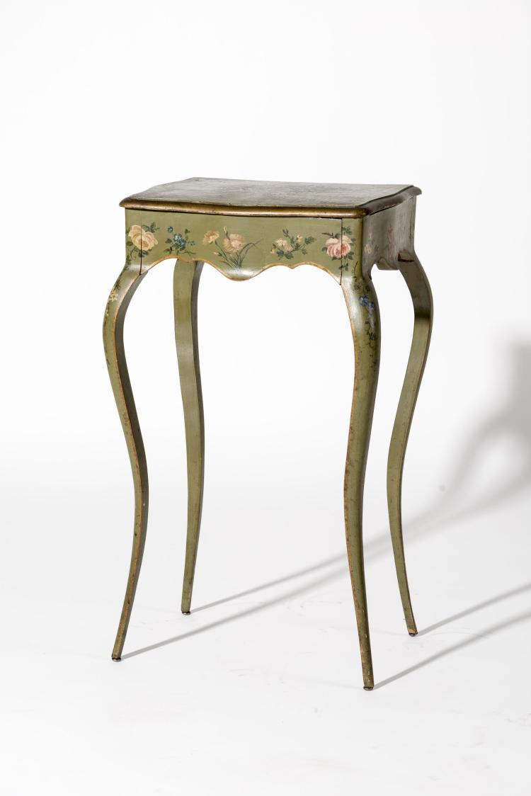 Petite table de style louis xv d cor au vernis martin for Petite table deco