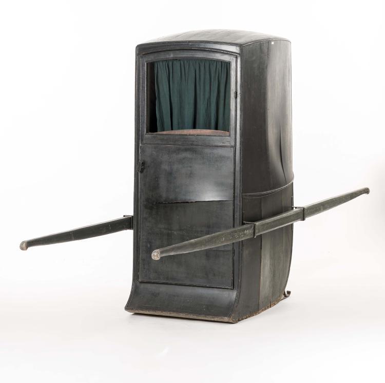 chaise porteur ou taxi genevois en bois noirci