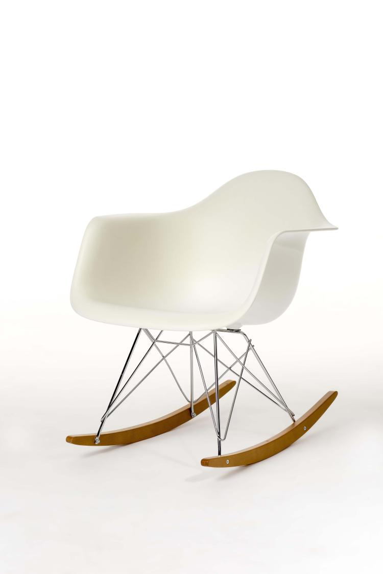 Charles ray eames 1950 chaise bascule rar dition vitr for Chaise coque eames