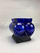 Pot en verre bleu design SKRUF SWEDEN H. 12,5cm