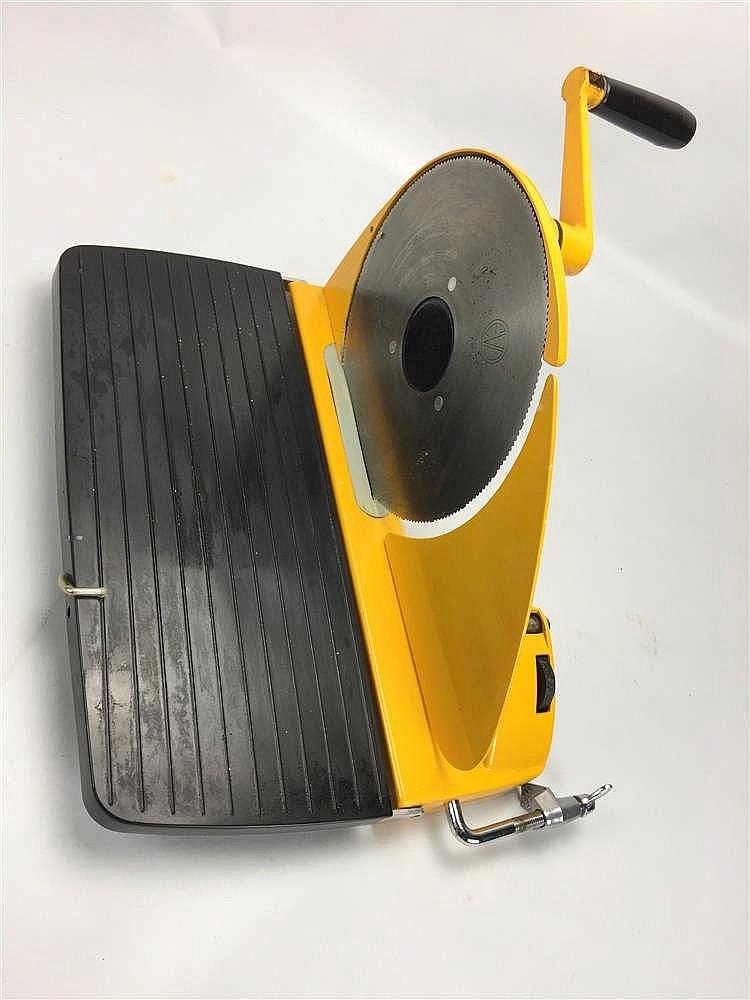 Trancheuse pain jaune design danois eva solo - Chaise design danois ...
