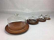 4 Cloches sur base teck Marque ESA TEAK / WIGGERS Diam. entre 22 et 10 cm