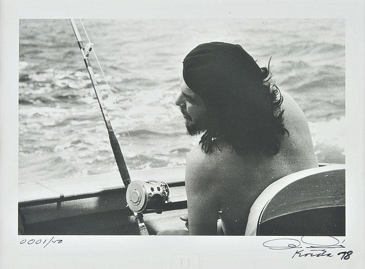 Korda (Alberto, 1928-2001). Che Guevara fishing,