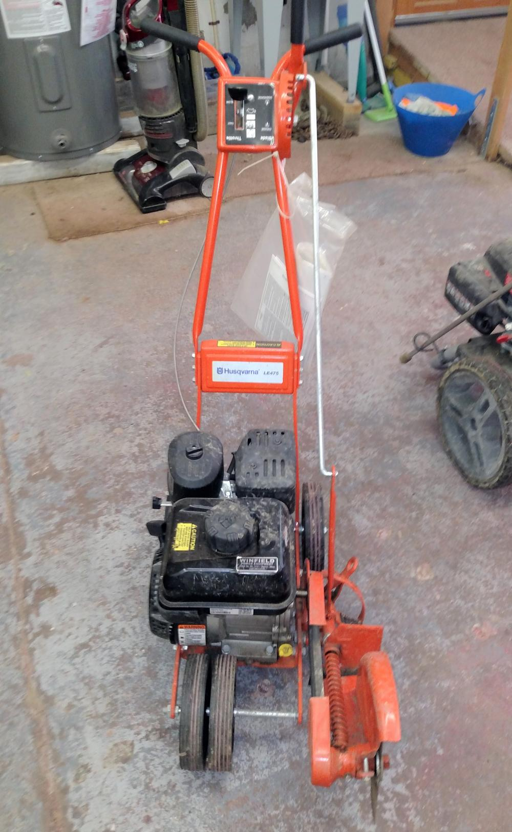 Husqvarna LE475 gas edger- runs good