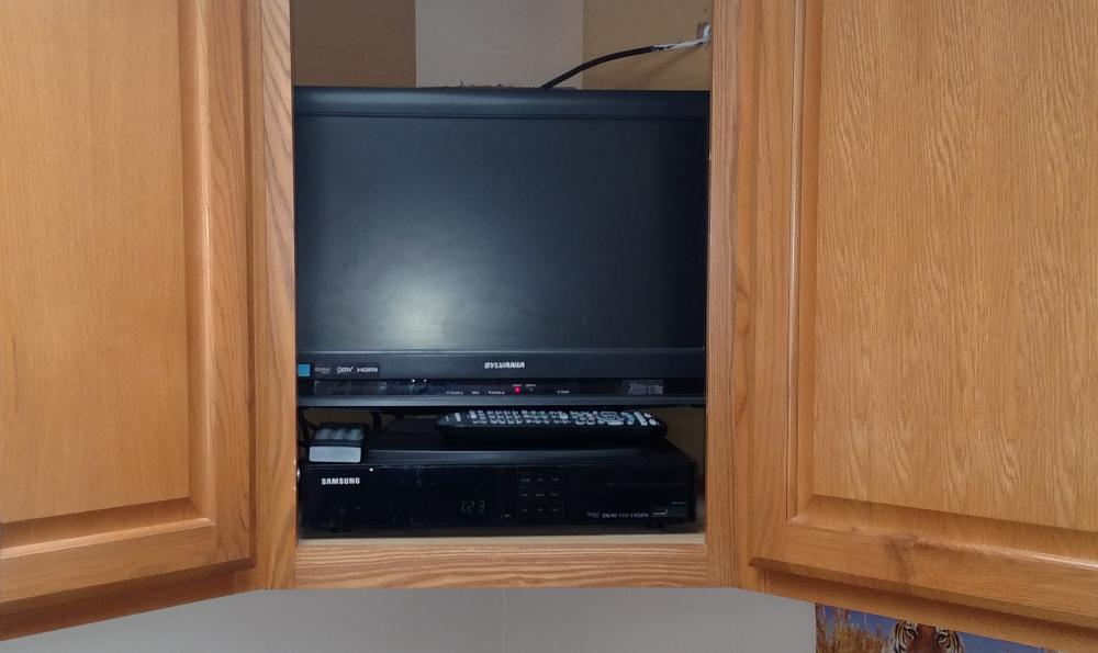 sylvania tv and samsung vcr