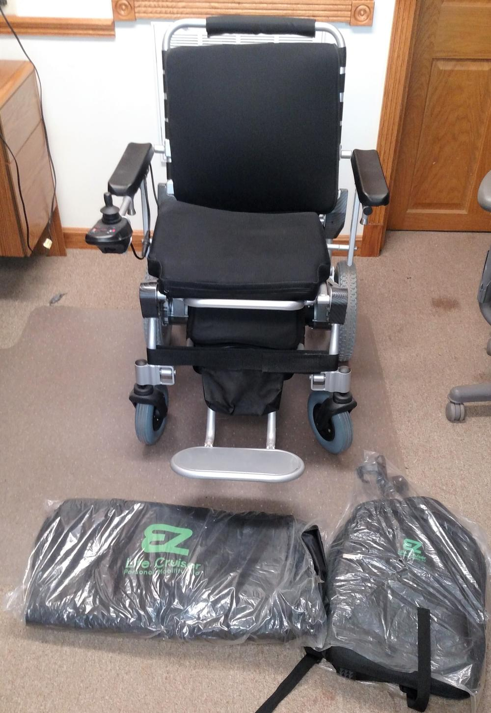 lite cruiser motorized chair-- like new-- w/bags and charger