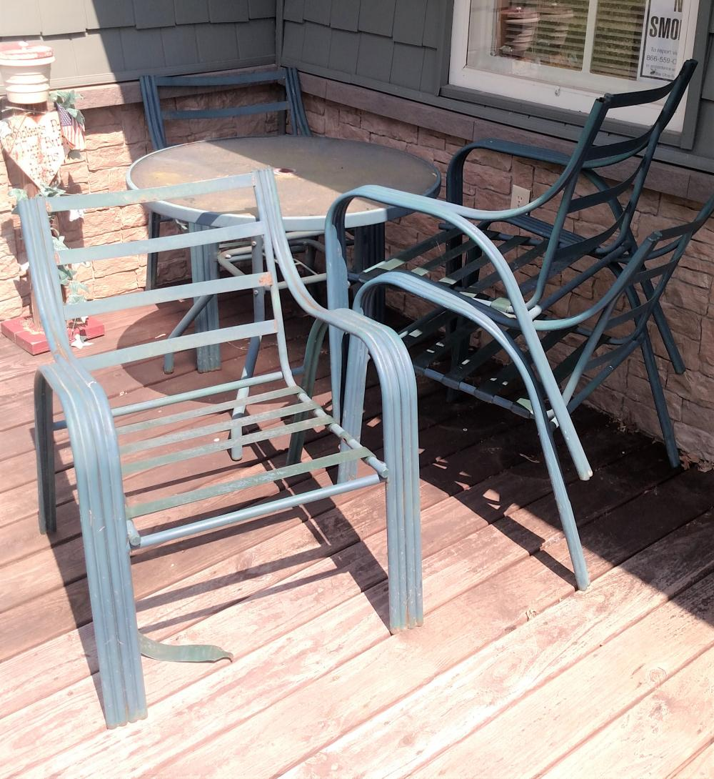glass top patio table w/ 4 chairs