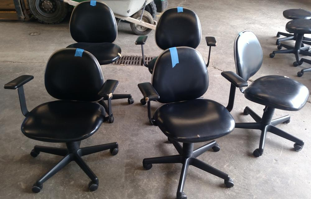 5 rolling chairs with backs - 2 without arm rests- from beauty school