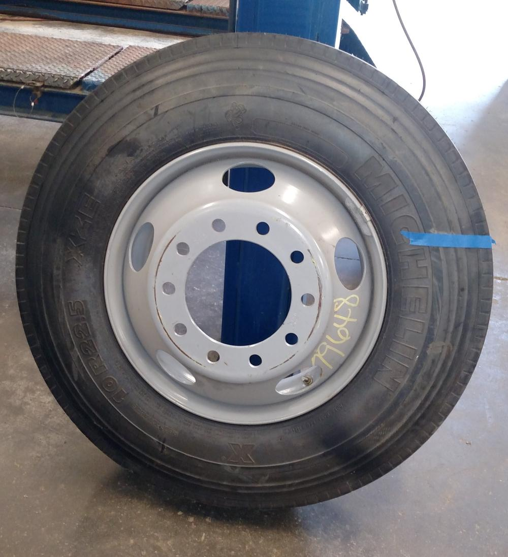 michelin 10 R 22.5 tire