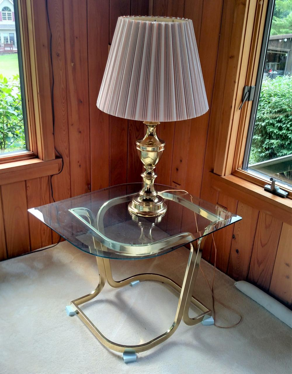 2 glasstop stands with lamps