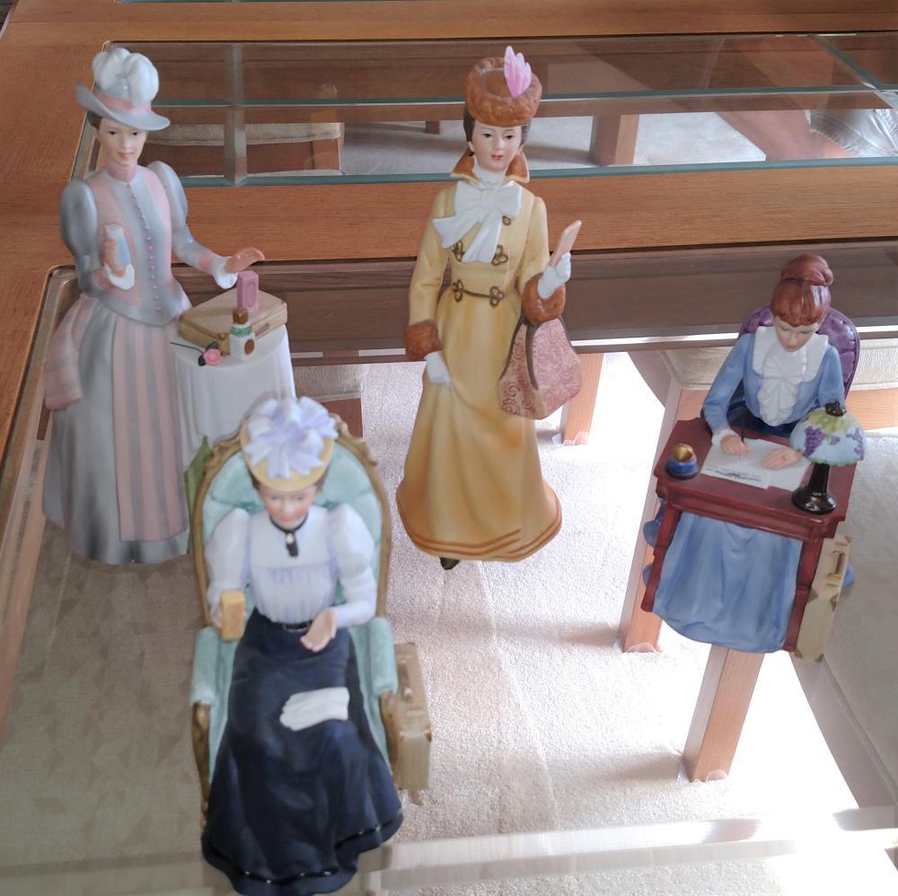 Lot of 4 Avon Albee figurines