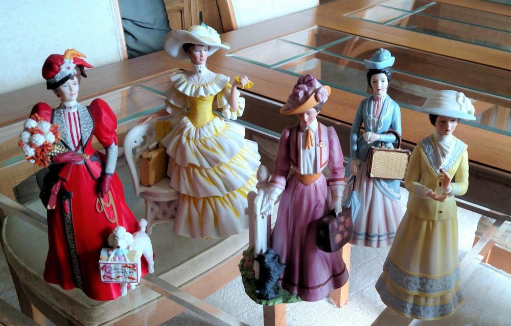 Lot of 5 Avon Albee figurines