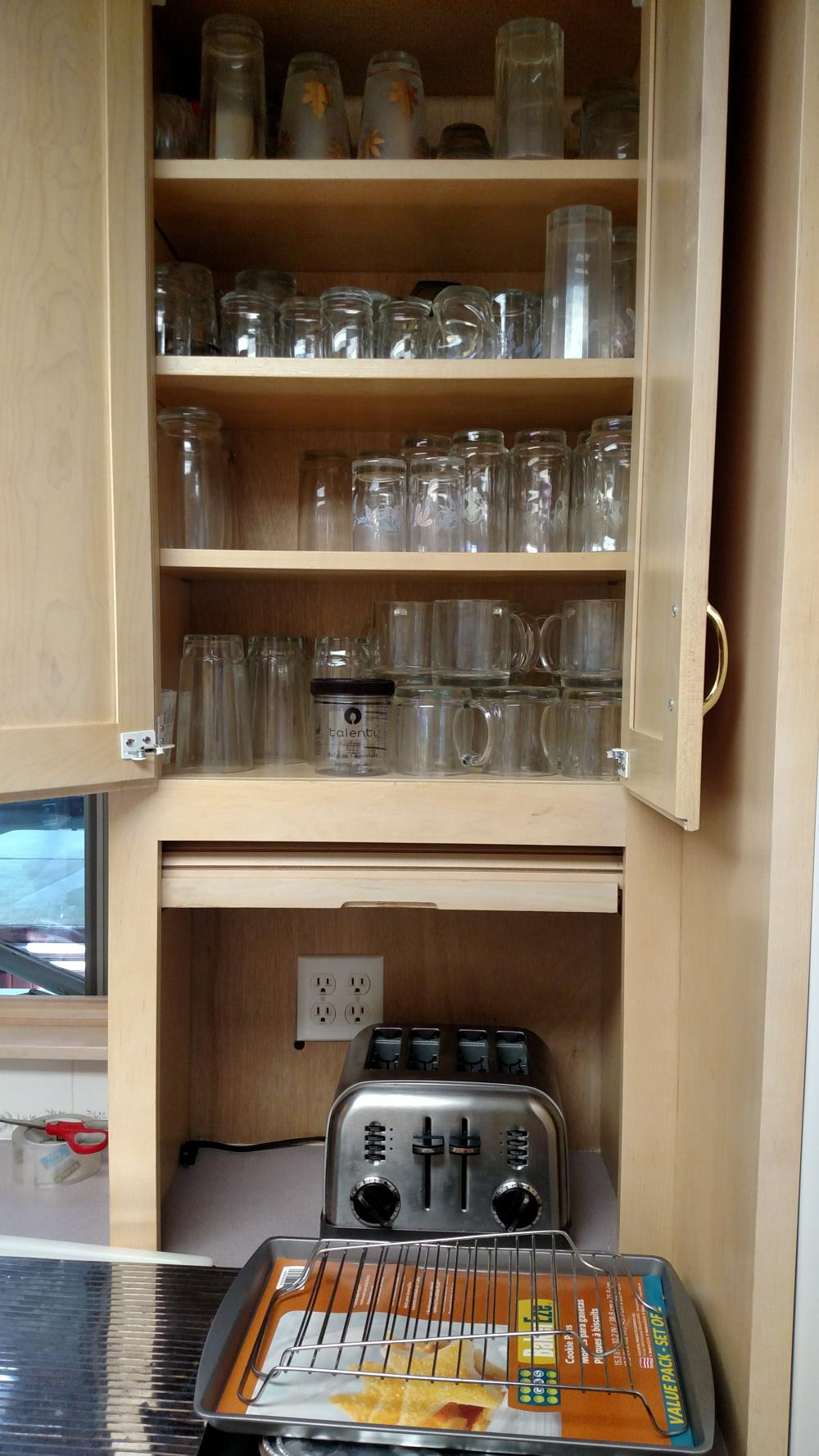 4 slice toaster, glasses, baking trays, white cutting board, coffee cups, Juiceman juicer