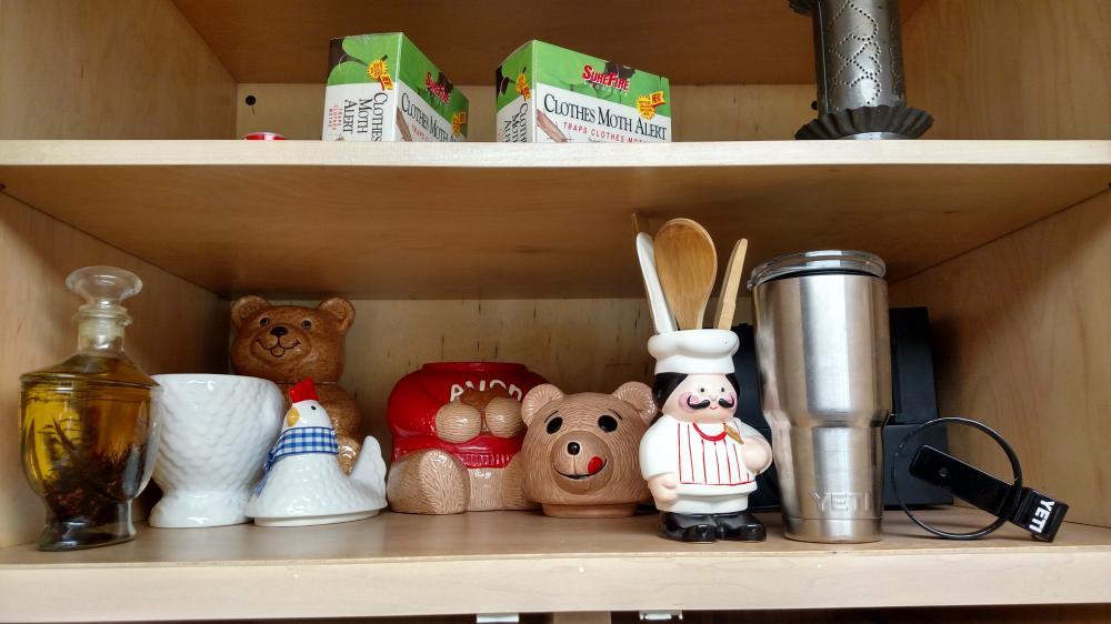 YETI travel mug, 2 teddy bear cookie jars, chicken cookie jar