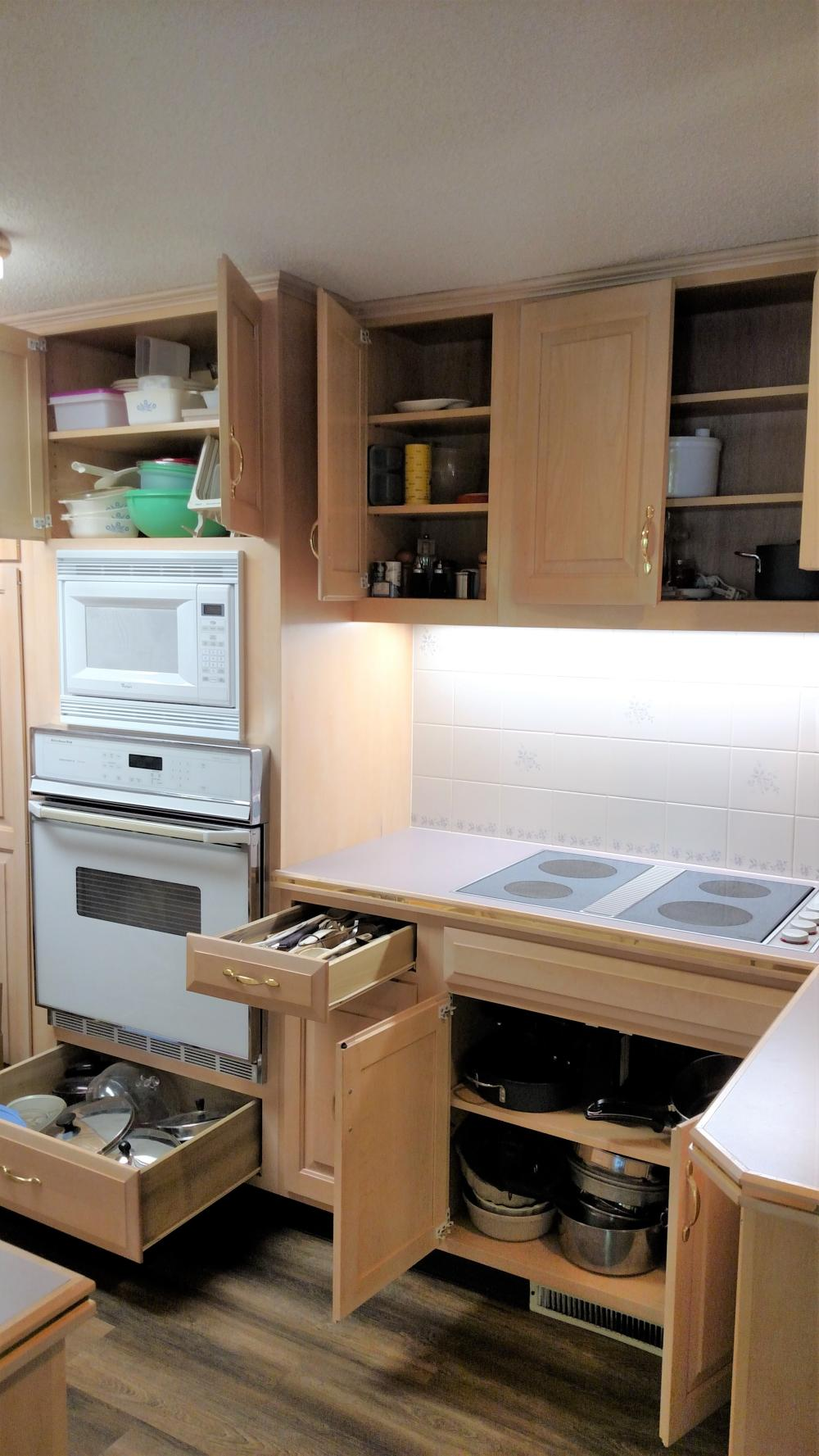 kitchen ware package - Corning ware, pots and pans, lids, kitchen utensils, Farberware
