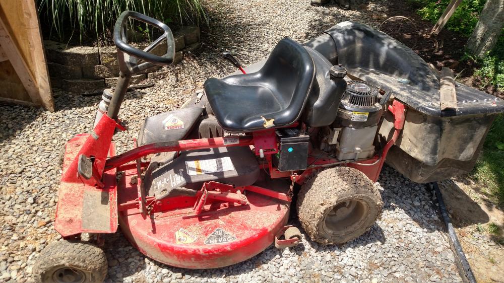 "Snapper riding mower 33"" cut w/ bagger"