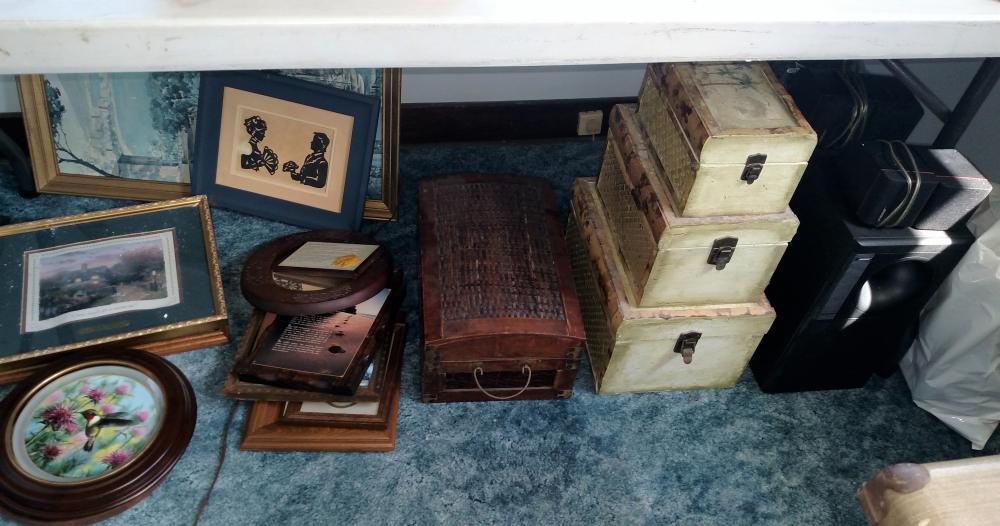pictures, décor boxes, bose speakers