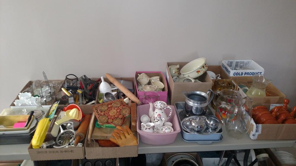 kitchen drawer items, rolling pin, pitchers, water set, soup bowls, misc glass, box w/ Hall pitcher-- a few flakes
