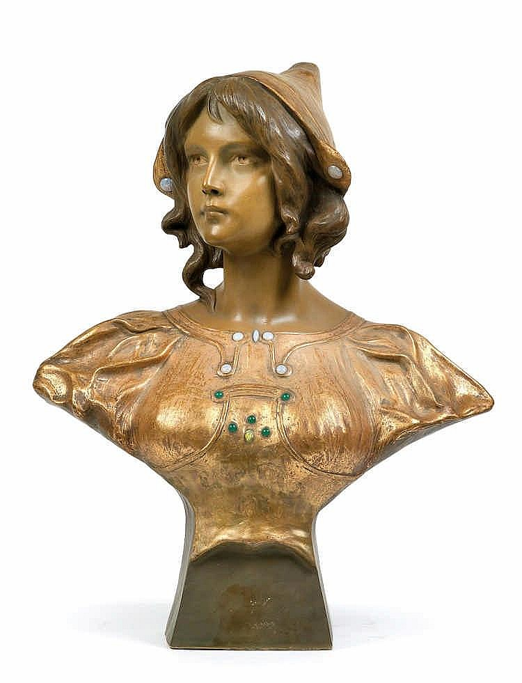 Montenave, A girl's bust,