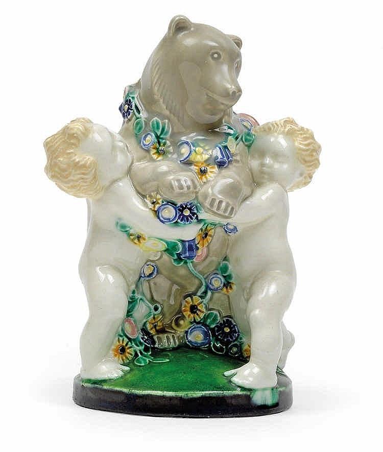 Michael Powolny, Two putti with a bear,