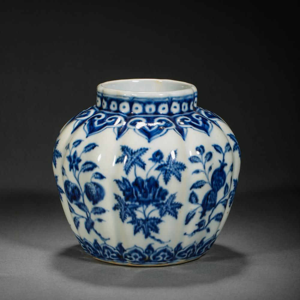14TH CENTURY CHINESE XUANDE MARK, SMALL BLUE AND WHITE PORCELAIN POT