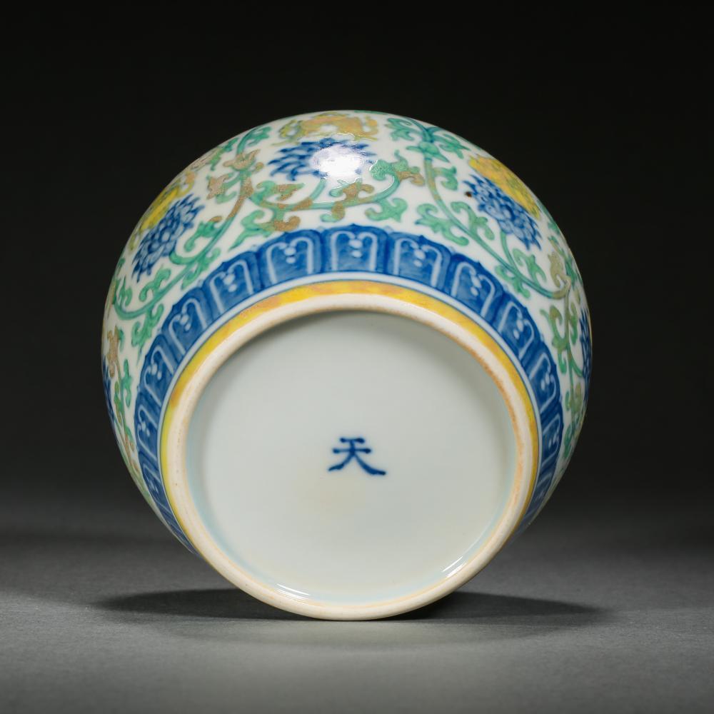 15TH CENTURY CHINA CHENGHUA DOUCAI PORCELAIN POT