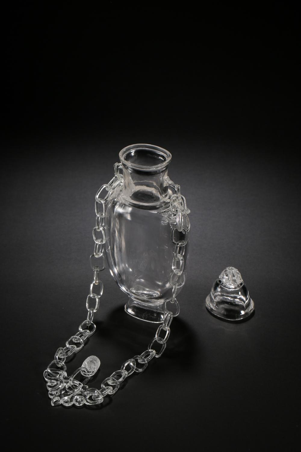 17TH CENTURY QING DYNASTY, CHINESE CRYSTAL CHAIN BOTTLE