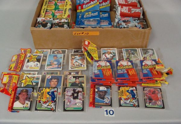 BOX WITH UNOPENED 1984 & 1985 TOPPS
