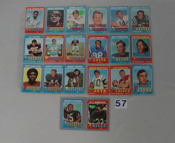 (51 DIFF.) 1971 TOPPS FOOTBALL CARDS
