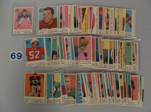 BOX WITH (132 DIFF.) 1959 TOPPS FOOTBALL