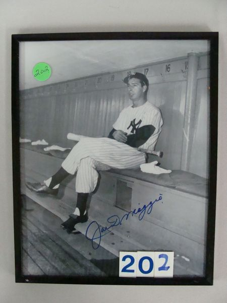 JOE DiMAGGIO AUTOGRAPHED 8 IN. X 10 IN.