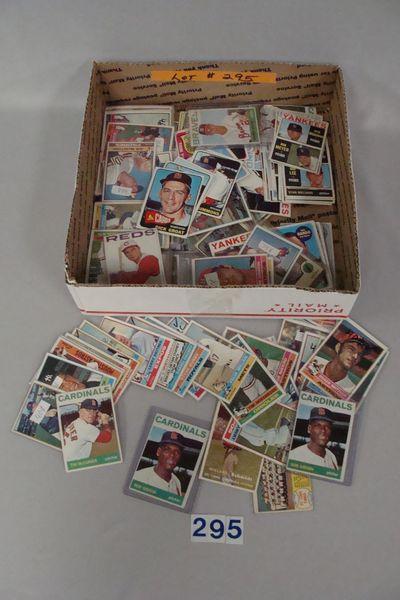 GRAB BOX OF TOPPS BASEBALL CARDS: