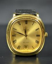 Automatic wristwatch OMEGA De Ville. Made of gold with calendar.