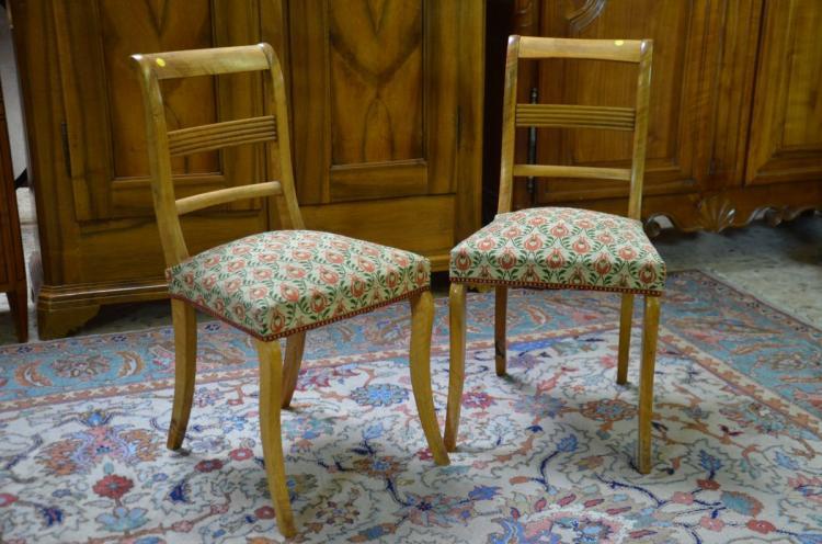 paire de chaises plac tissus point de croix rouge et vert. Black Bedroom Furniture Sets. Home Design Ideas