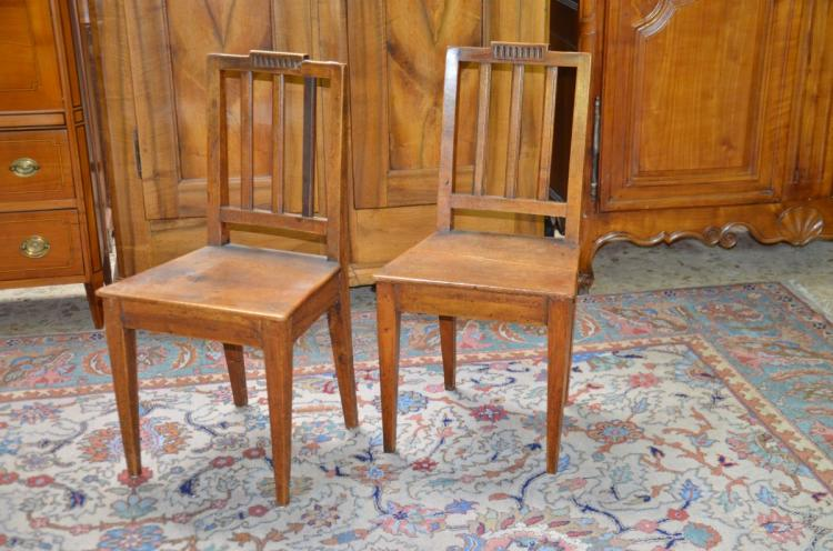 2 chaises en noyer dossiers barreaux for Chaise a barreaux