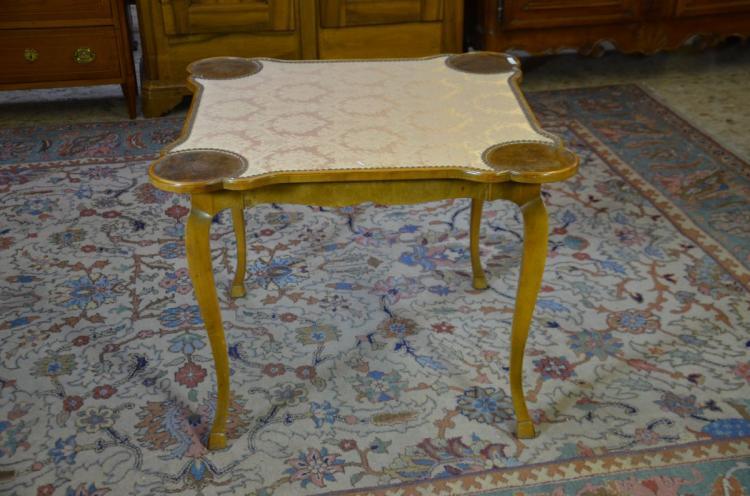 Table jeu style louis xv pieds de biche en noyer h 65c for Table noyer 6 pieds