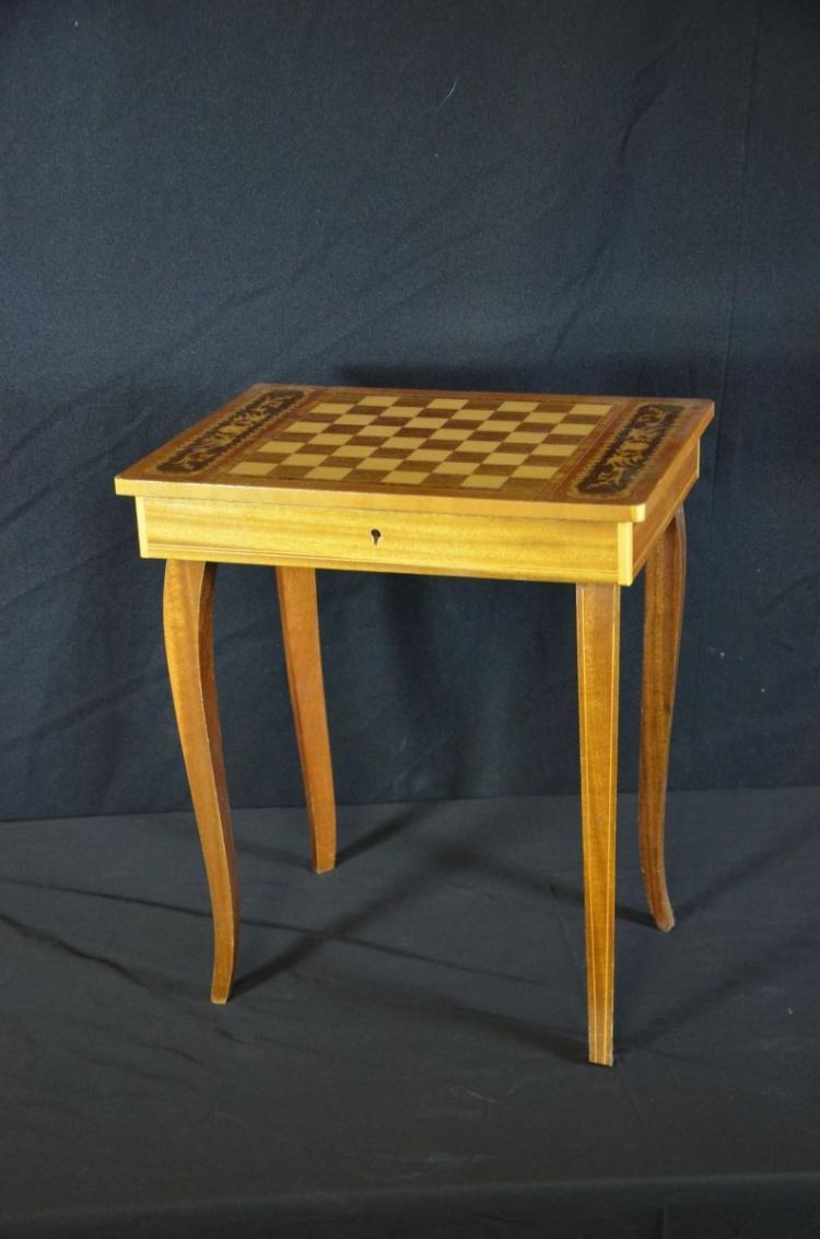 petite table jeu d checs avec bo te musique reuge h 4. Black Bedroom Furniture Sets. Home Design Ideas