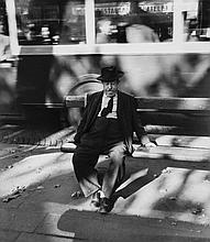 Willy Ronis (1910-2009) - Homme sur un Banc, 1954