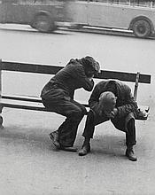 Willy Ronis (1910-2009) - Les Clochards, Place de la République, 1935