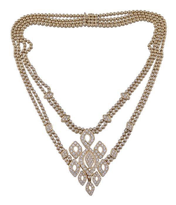 A diamond necklace, the central pave set diamond