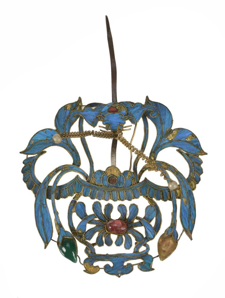 A Chinese gilt metal and kingfisher hat ornament, Qing Dynasty