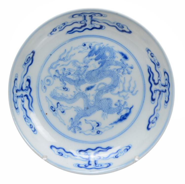 A pair of Chinese blue and white bowls decorated with the Eight Immortals...