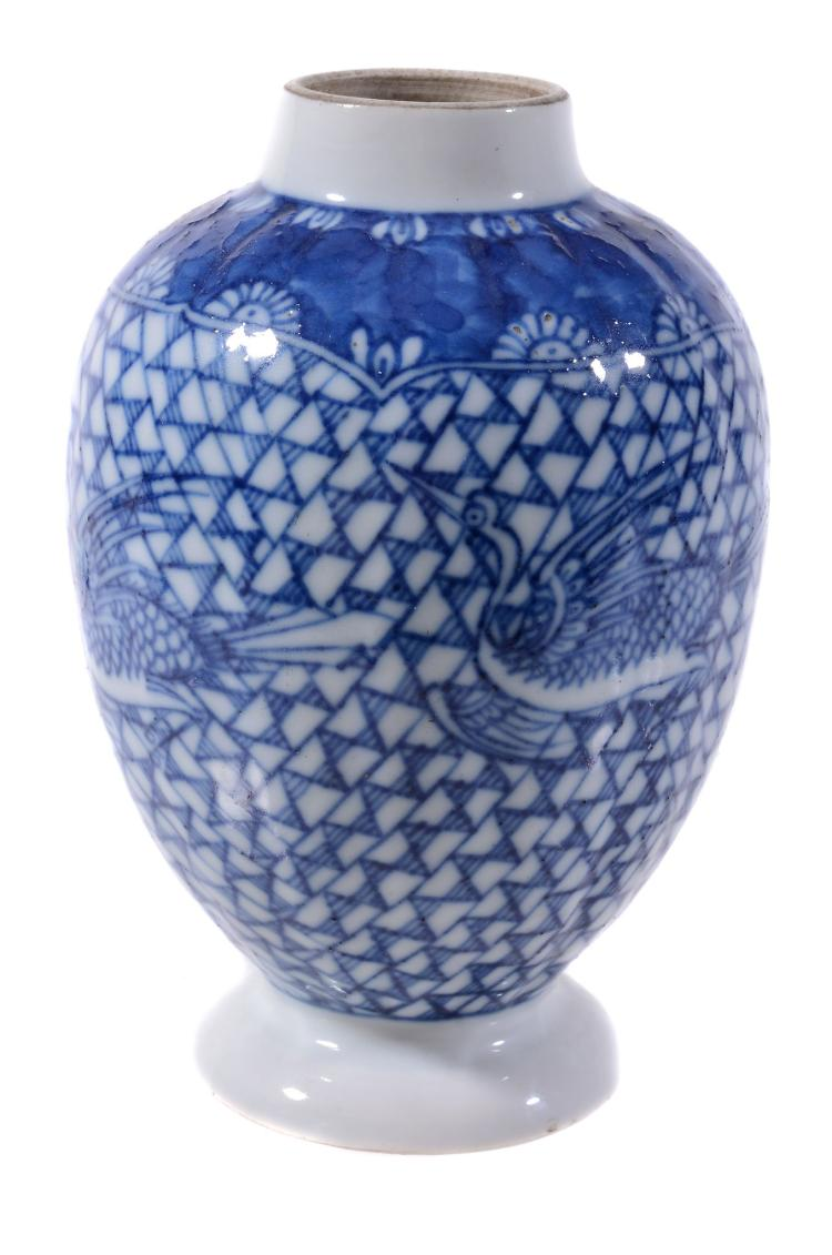 A Chinese blue and white tea caddy, Qianlong