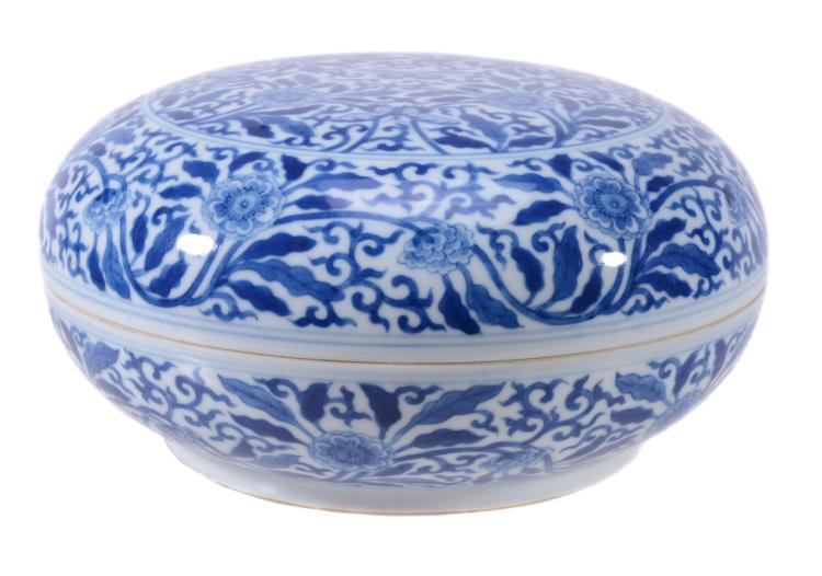 A Chinese Kangxi-style blue and white circular box and cover
